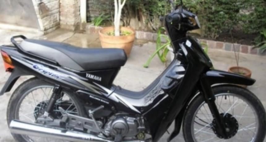 Le robaron la moto y pide ayuda para recuperarla