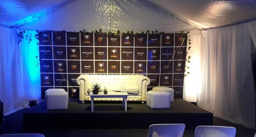 Buena Mesa 2020: artistas de en la segunda noche, sala de conferencia de prensa ya lista.