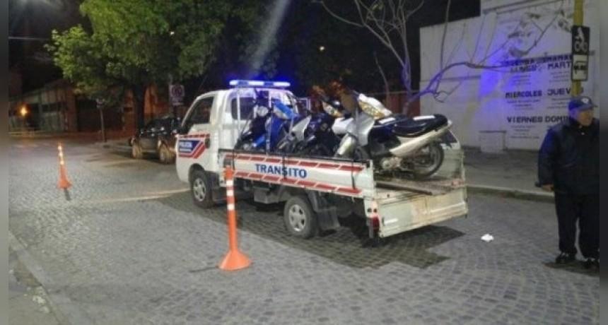 Secuestraron 13 motos y 3 remises en Avenida Cervantes, en la noche del sábado