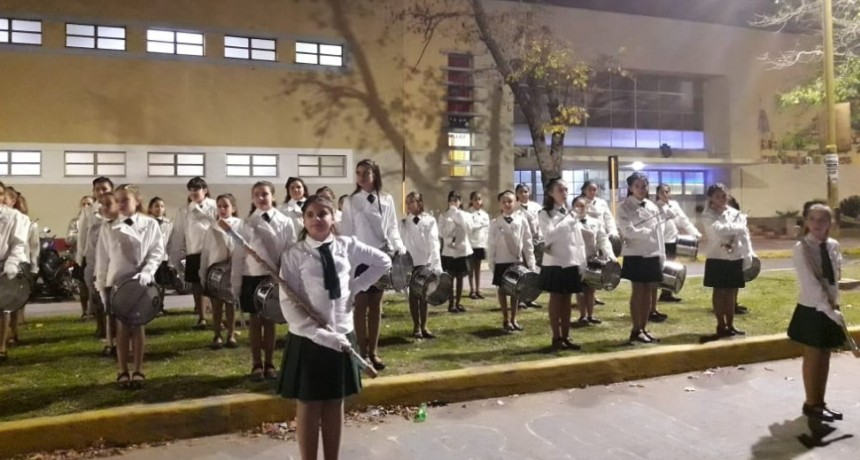 La banda lisa de la Escuela Normal homenajeará a los que nos cuidan