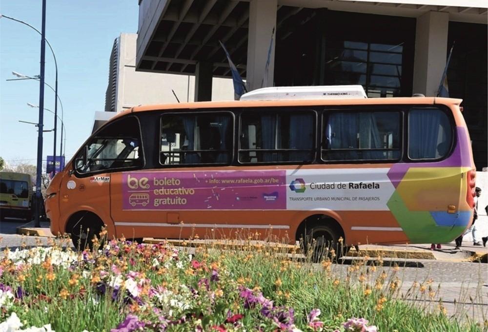 Los minibuses trasladarán a personal municipal que desarrolla tareas esenciales