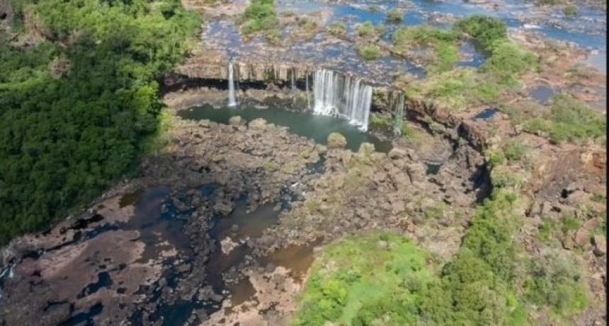 Sequía histórica: bajó el río Paraná y las Cataratas del Iguazú están sin agua