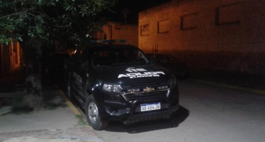 Frontera: policías intentaron parar una pelea entre dos bandos, éstos atacaron un móvil policial