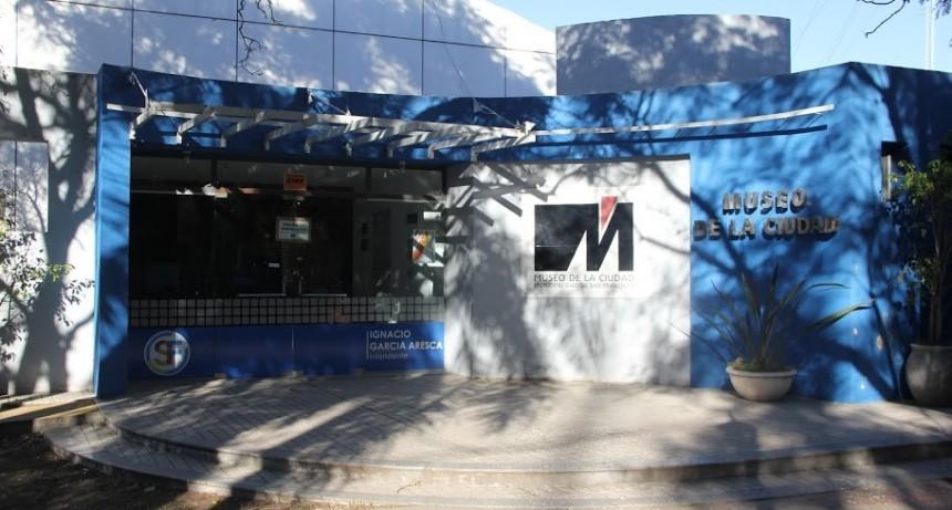 Inaugura una muestra de mosaiquismo y pintura en el Museo