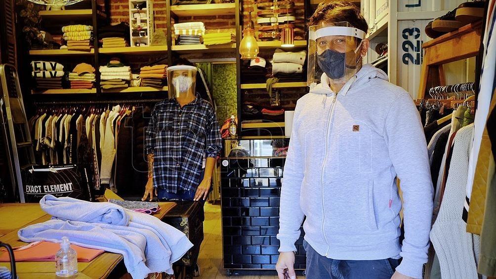 Comercios locales vuelven a abrir a la mañana para recuperar ventas, que cayeron 70 %