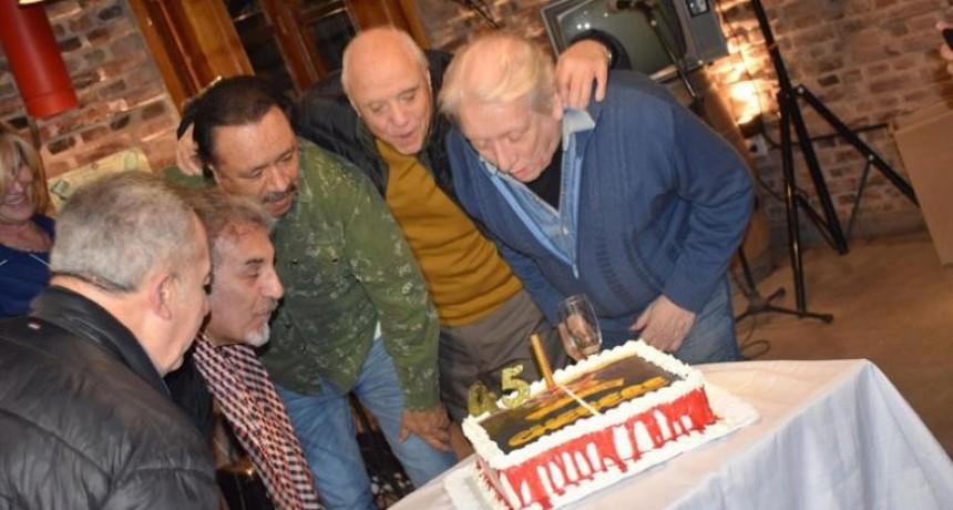 Chébere festejó 45 años ¡y volvió a tocar!