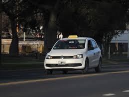 Prorrogan por 90 días las licencias para taxis y remises en la ciudad
