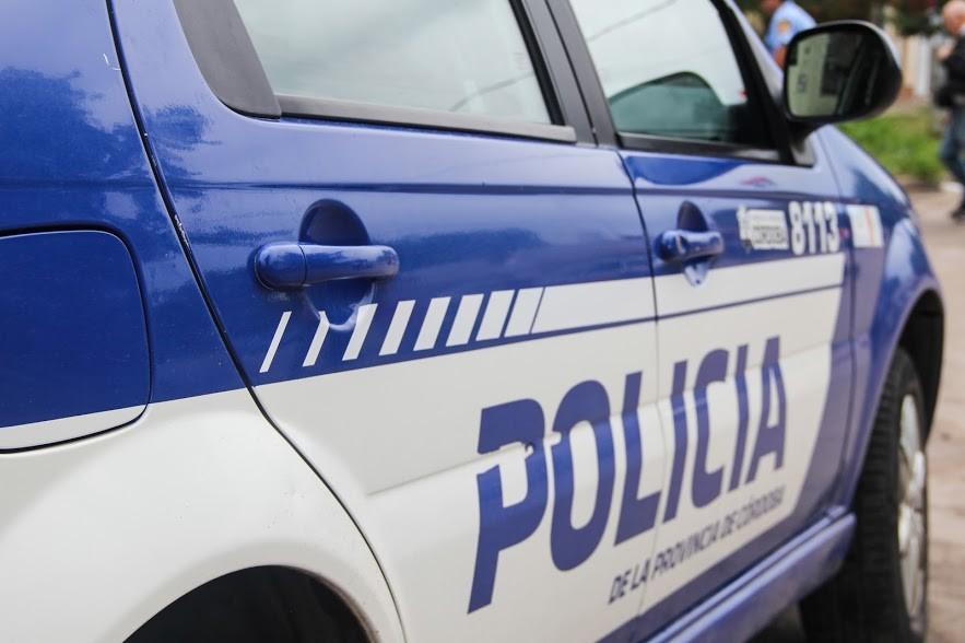 Dos jóvenes detenidos por amenazar con un arma a otro y robarle la motocicleta