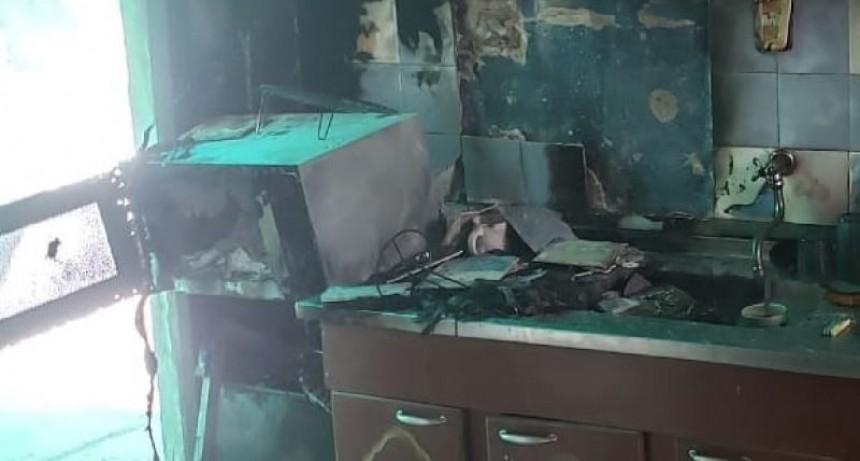 Un incendio dejó importantes daños materiales en una casa