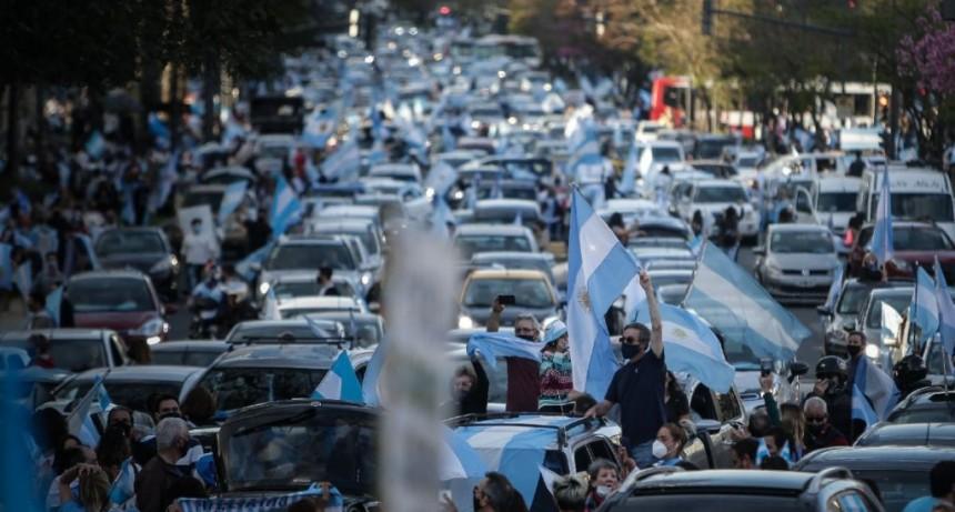 Hubo movilizaciones contra el Gobierno en el centro porteño y distintas ciudades del país