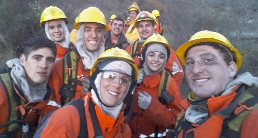 El bono no incluye a los bomberos voluntarios pero sí recibieron compensación por asistir a focos de las sierras