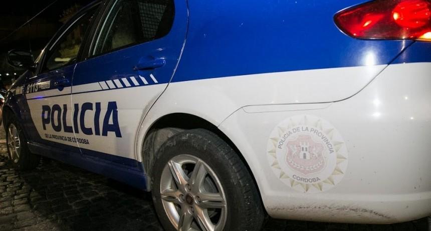 Policías advirtieron una puerta abierta y al revisar encontraron a un hombre apuntándoles